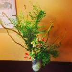 和の空間にお花を飾らせていただきました!