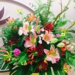 エステサロン様 開業のお祝いにスタンド装花です(≧∇≦)