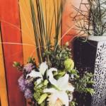 百合の花をもっと可愛く飾りたい。ワインの美味しいお店へお贈りしました。